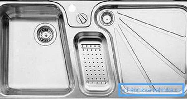 Цельнотянутые модели просто штампуются из листа стали