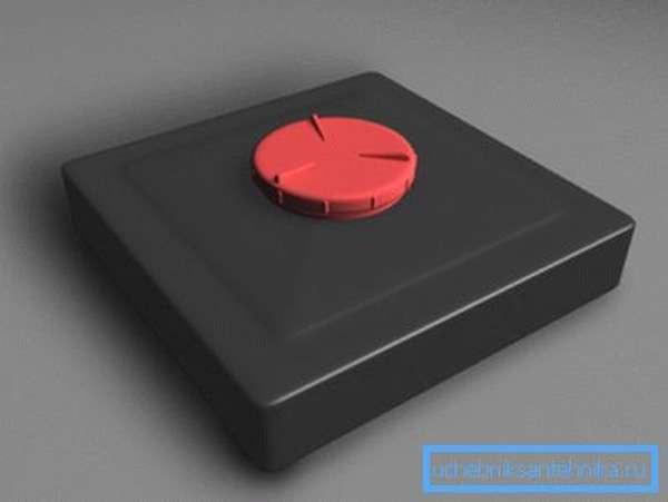 Цельный пластиковый бак чёрного цвета с закручивающейся крышкой