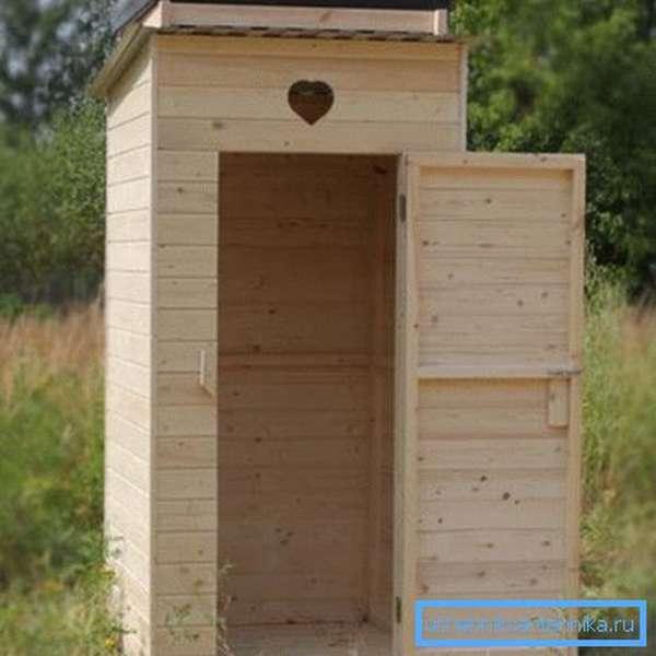 Туалет на даче должен появляться раньше каких-либо других построек