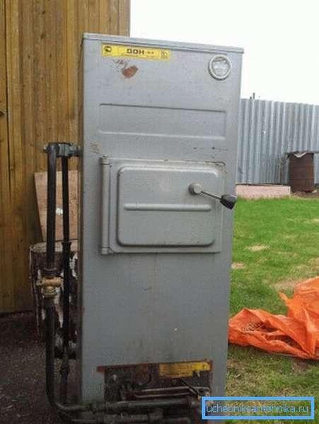 Твердотопливный котел с установленной газовой горелкой