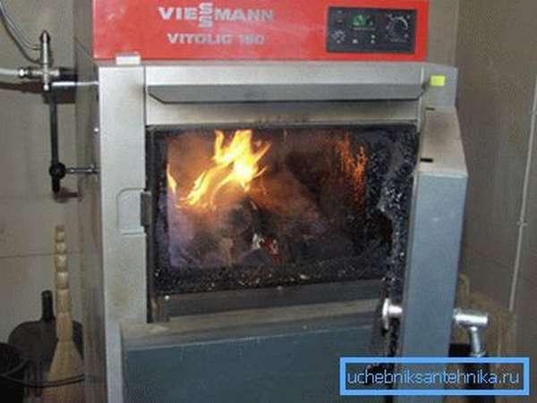 Твердотопливный пиролизный котел на дровах для системы отопления дома.