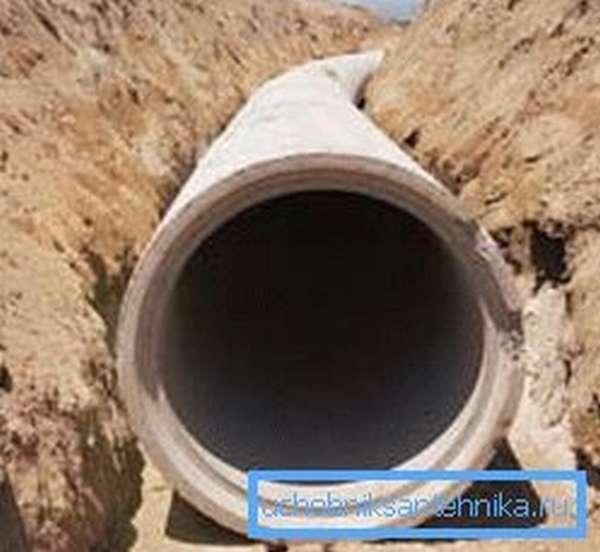 Укладка бетонного канализационного коллектора