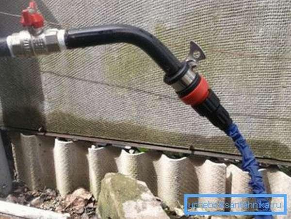 Уличный водопроводный кран из латуни перенесёт любые погодные условия