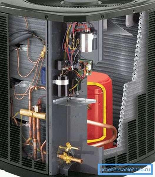 Универсальный котел может нагревать воду для нескольких контуров отопления и системы горячего водоснабжения