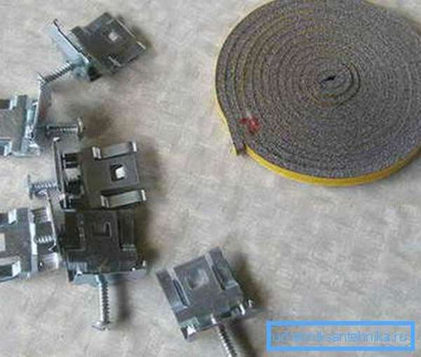 Уплотнительная лента и специальные фиксаторы должны идти в комплекте с раковиной