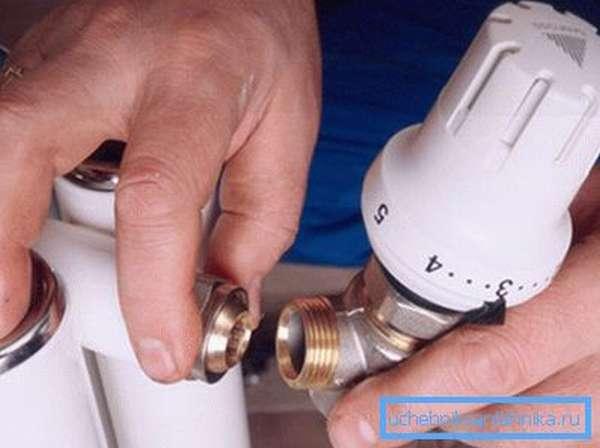 Устанавливаем регулировочный кран для отопления