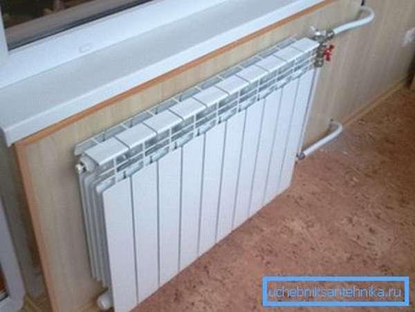 Установка биметаллического радиатора с односторонним подключением.