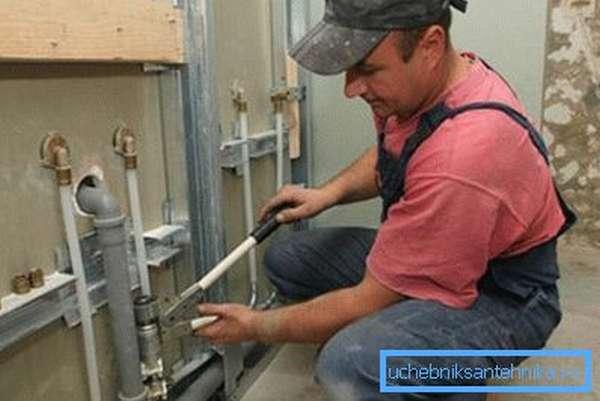 Установка нового водопровода в квартире