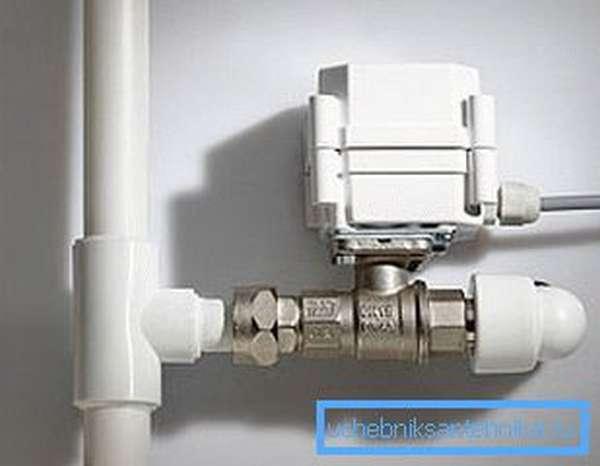 Установленный электрокран для воды