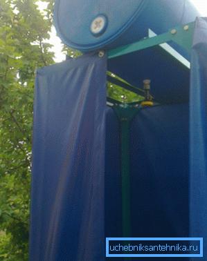 Установленный сборной душ