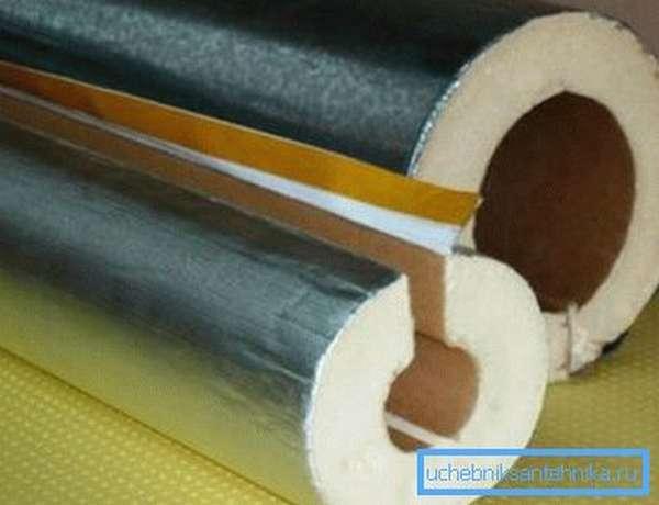 Утепление отопительных труб с помощью жестких цилиндров