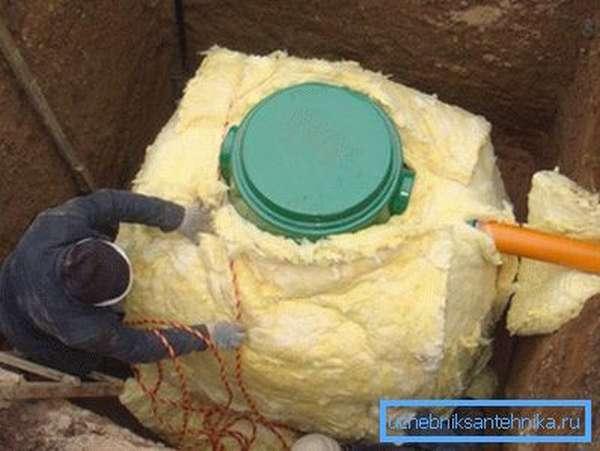 Утепление скважины своими руками позволяет избежать проблем в зимний период.