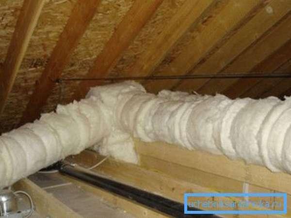 Утепление труб отопления на чердаке минеральной ватой