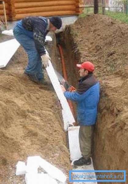 Утепление водопровода пенопластом