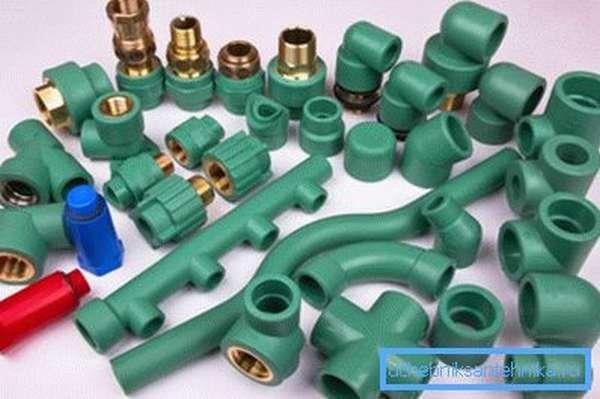 В быту при использовании пластиковых труб такие типы соединений не используются, поскольку намного проще и экономичней применять пайку