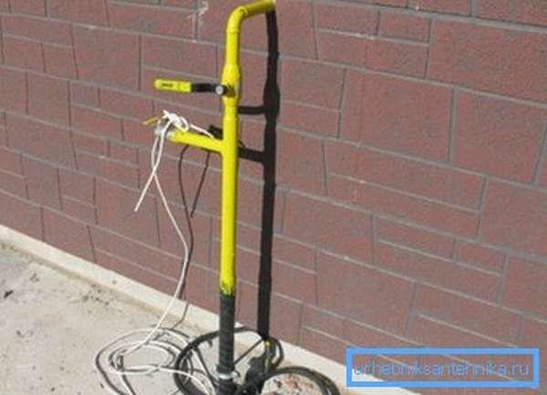 В частных домах газопровод можно оборудовать дополнительным краном на улице, чтобы можно было прекратить подачу газа как внутри здания, так и снаружи