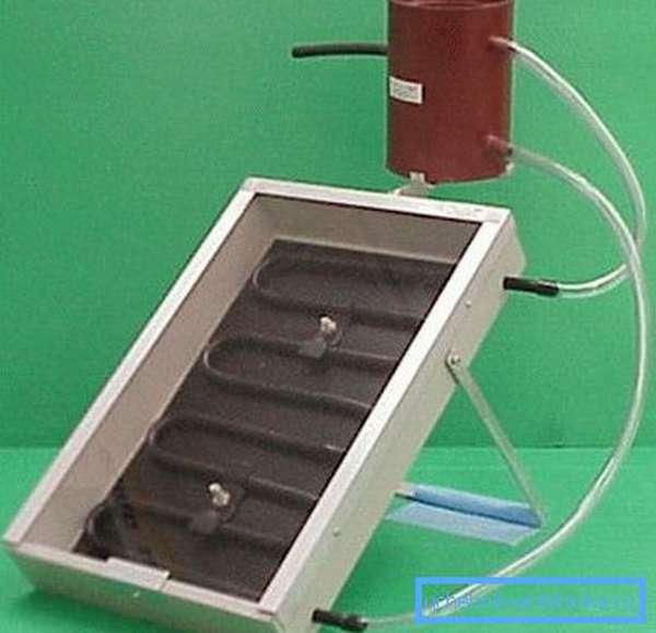 В этом примере использованы пластиковые трубы, но для большей долговечности лучше все-таки остановиться на металлическом трубопроводе