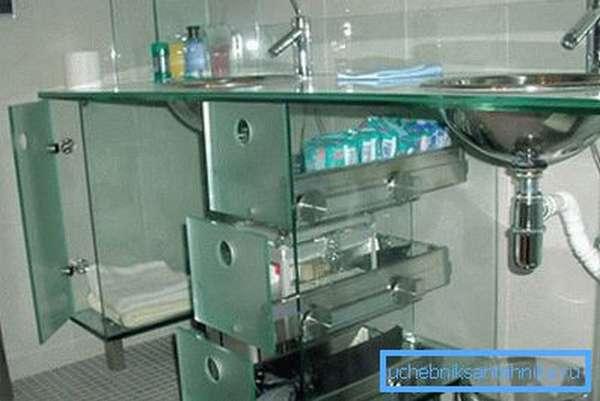 В некоторых конструкциях из стекла изготавливается сама подставка или тумба