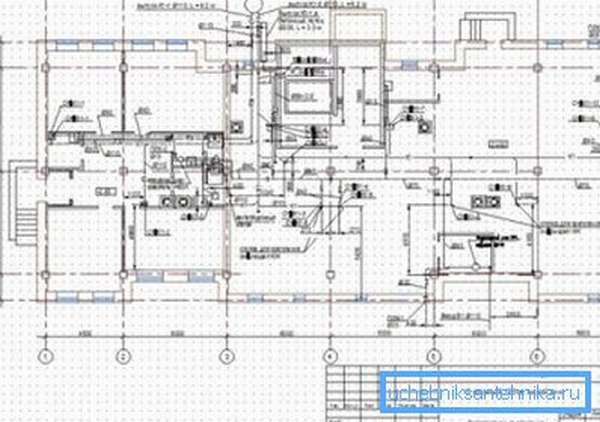 В некоторых типах проектов может разобраться только специалист, а порой именно тот человек, который и занимался разработкой