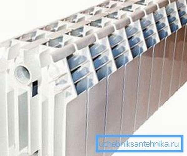 В низком отопительном приборе нет нужды в вертикальных трубках