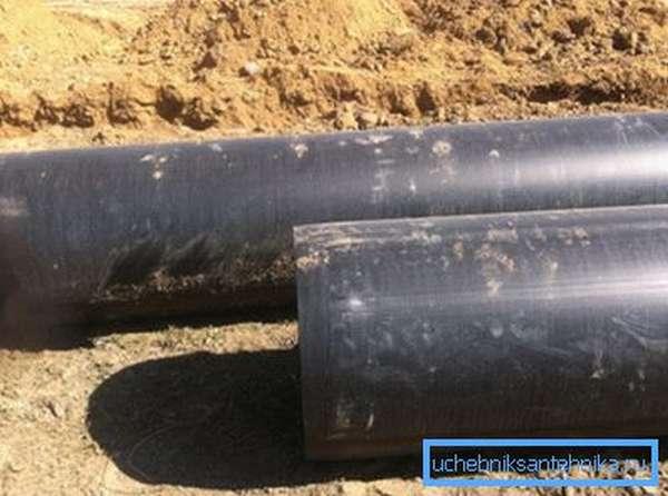 В последнее время при изготовлении водопровода данный материал начали заменять пластиковыми изделиями, но его применение актуально и по сей день