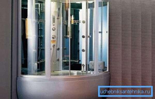 В продаже можно найти угловые душевые боксы с ванной и сауной для квартиры