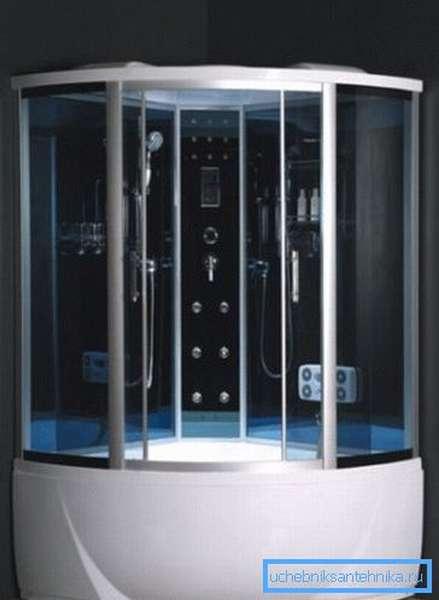 В угловых конструкциях место расположения входа определенно формой, в то время как прямоугольные изделия предлагают как минимум два варианта размещение дверей