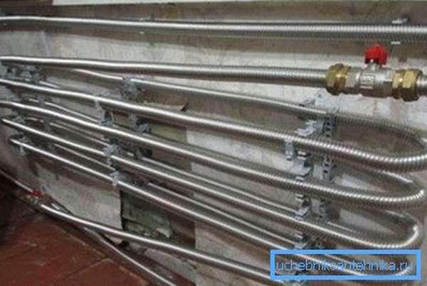 Вариант гофрированной трубы для отопления из нержавейки