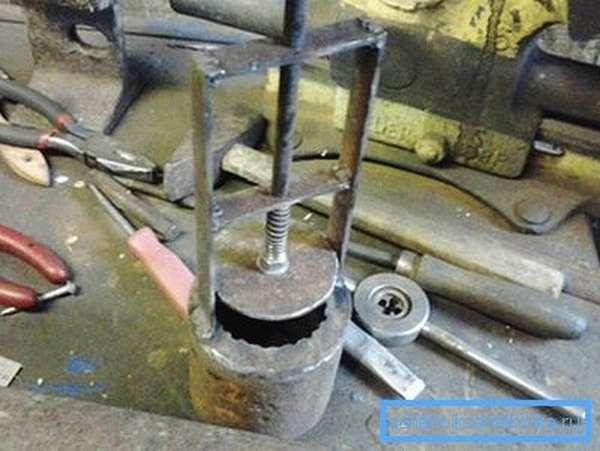 Вариант изготовления плоского клапана желонки