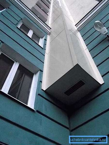 Вентиляционный короб установлен снаружи