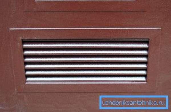 Входные металлические двери с вентиляционной решеткой