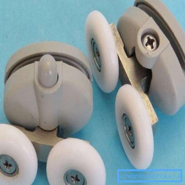 Винт в торцевой части позволяет производить настройку положения ролика после установки, не забывайте об этом важном мероприятии, которое позволяет настроить систему и снизить нагрузку на подвижные элементы