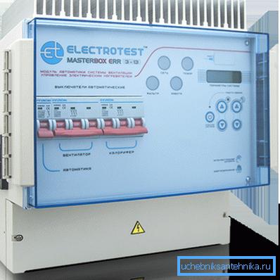 Внешний вид Masterbox ERR. Любопытно, что его электронике требуется не только пассивное (радиатор сверху), но и активное (вентилятор слева) охлаждение.