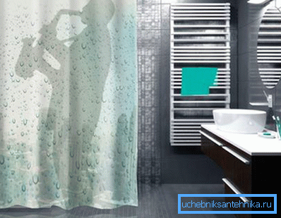 Вопреки распространённому мнению, душевая шторка может украсить вполне современную ванную комнату.