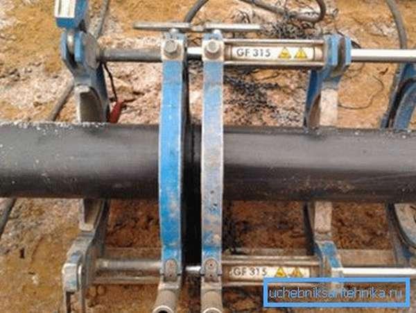 Вот так выглядит вариант стыкования стальных труб с помощью сварки