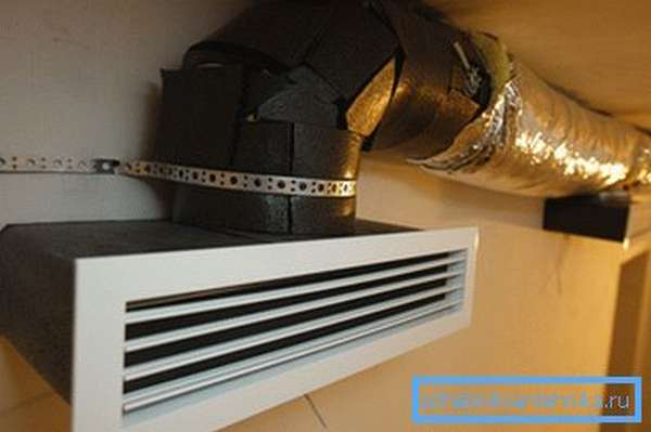 Воздухораспределительная решетка воздушного отопления.