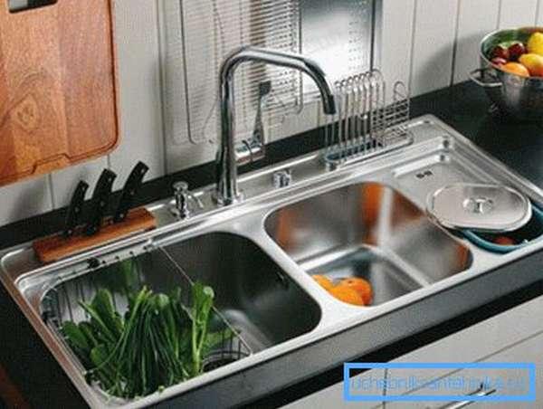 Врезные кухонные мойки из нержавейки – красота и надёжность