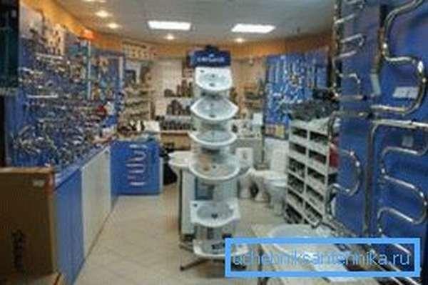 Все для отопления и водоснабжения несложно найти в любом магазине сантехники.
