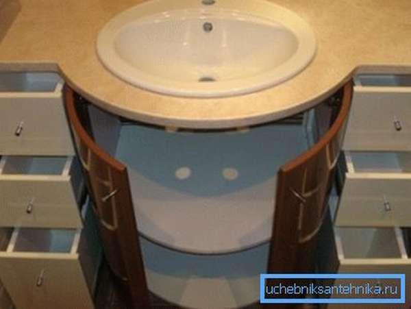 Встраиваемый умывальник в ванной – отличное и очень функциональное решение, ведь в тумбе можно хранить массу полезных вещей