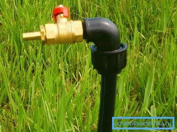 Вы можете вывести краник для полива прямо посреди огорода