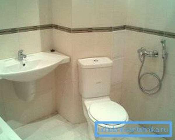 Выбирая биде или гигиенический душ - ориентируйтесь на площадь санузла и стоимость оборудования