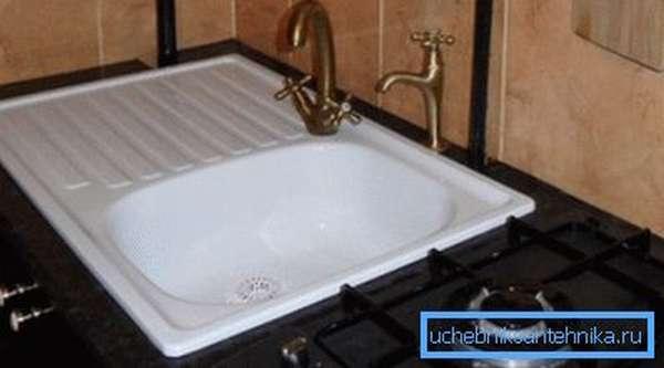 Выбор кухонной мойки из стали покрытой слоем эмали