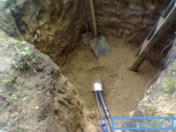 Выход скважины на поверхность (устье) лучше опустить ниже уровня промерзания.