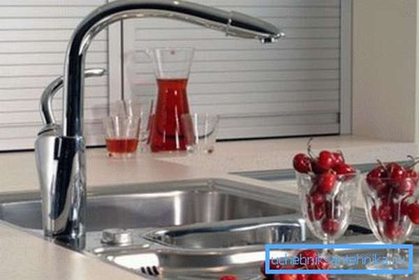 Высокая модель позволяет мыть посуду с меньшими трудозатратами