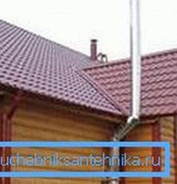 Вывод трубы над коньком крыши.