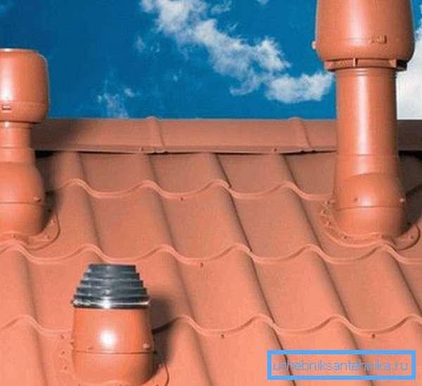 Вывод вентиляции канализации на крышу