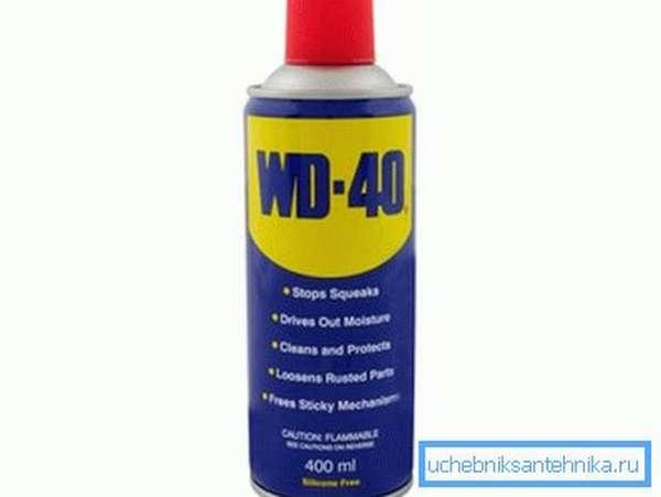 WD-40 поможет избавиться от клея на поверхности унитаза