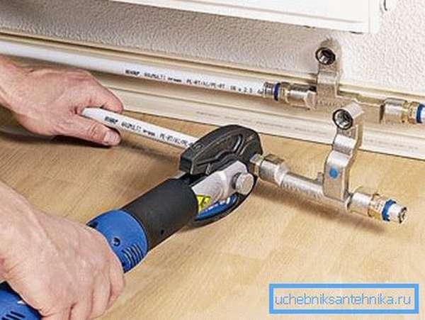 Замена и установка радиаторов отопления с использованием металлопластиковых труб