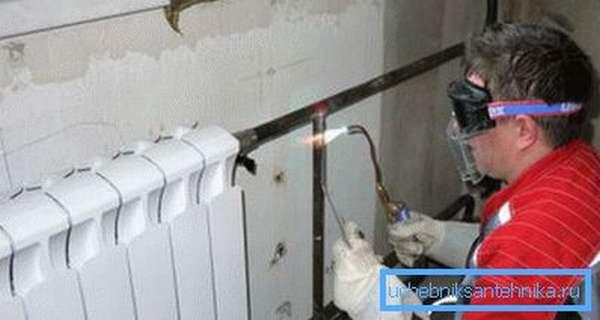 Замена радиаторов отопления в квартире газосваркой квалифицированным специалистом