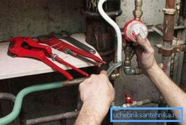 Замена труб и установка счетчиков воды собственными руками